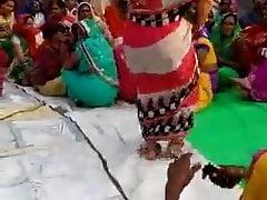 Desi Aunty dirty Dance..